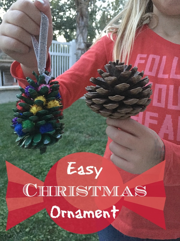 Easy Christmas ornament craft you can do with your kids using pinecones and no glue is required. Great for kids and toddlers, classrooms and more