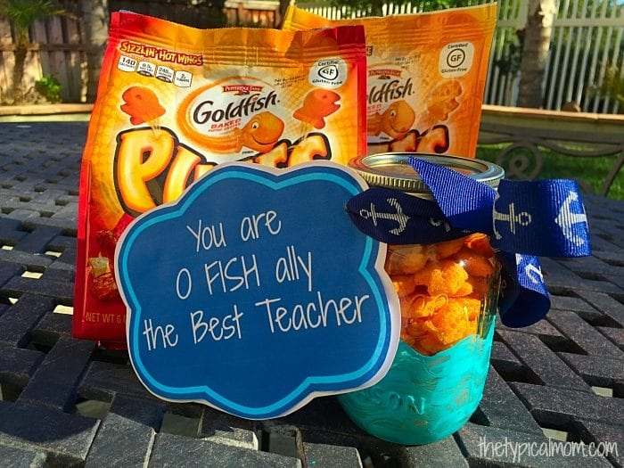 Homemade Teachers gift for Teacher appreciation day or the end of the school year. Free printable tag to go with this Goldfish cracker craft. #goldfishpuffscoupon #sponsored