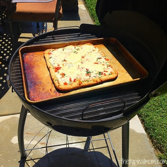 How to cook a pizza on the barbeque.