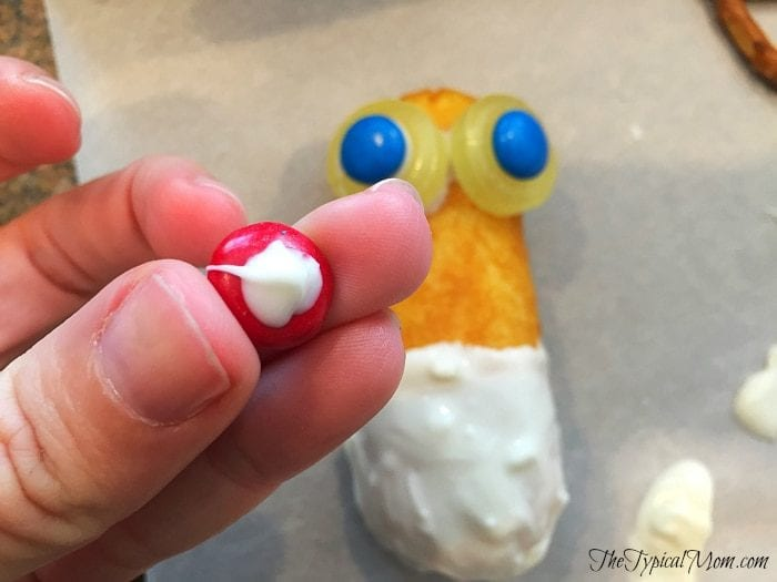 How to make a reindeer out of a twinkie.