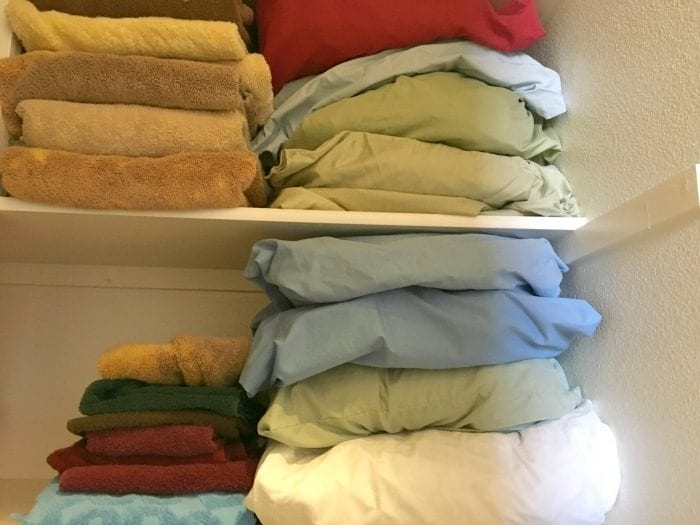 How to organize your linen closet for free.
