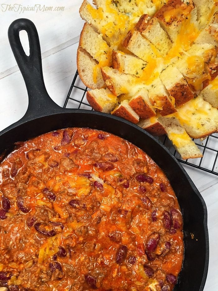 Cheesy chili dip recipe with garlic pull apart bread....the best appetizer ever!!