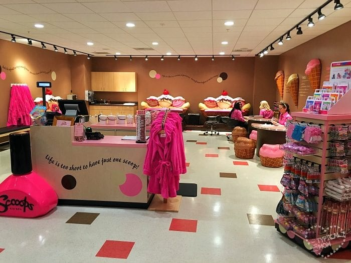 Great Wolf Lodge is full of surprises, including its very own kid spa! Scooops Kid Spa is located near the water park entrance and smells just like your favorite ice cream store (and looks just as cute too!).