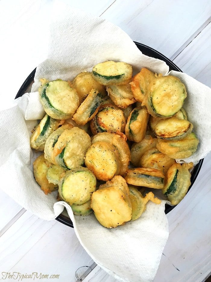 Easy-salt-and-pepper-zucchini-chips-recipe-youll-love....even-my-kids-are-obsessed-with-this-recipe-700x933