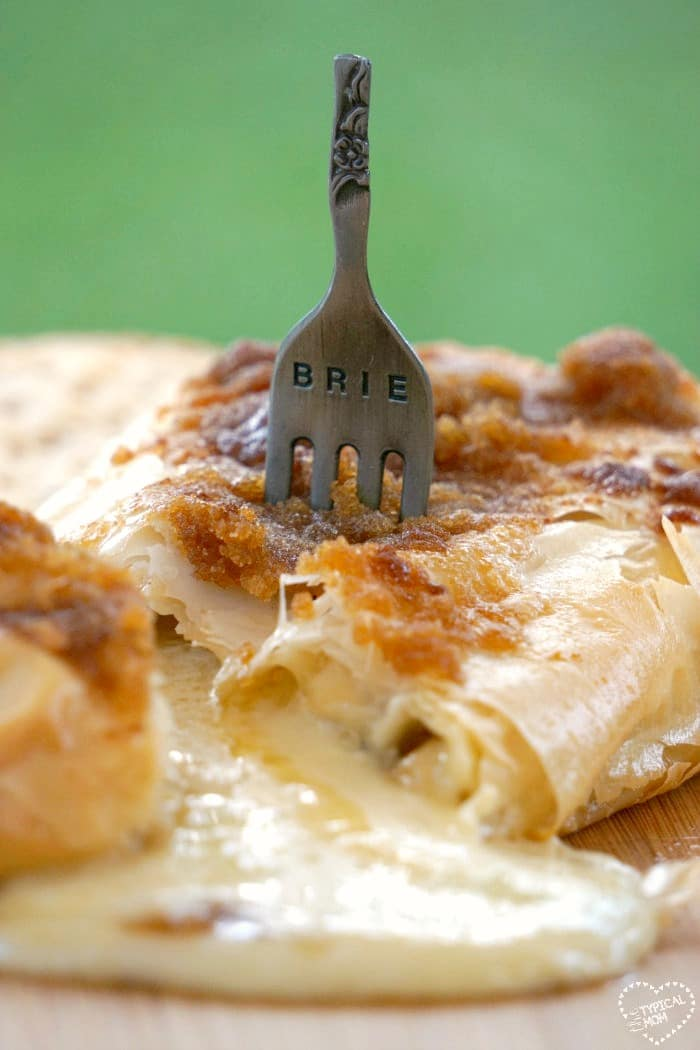 how to make baked brie in a brie baker