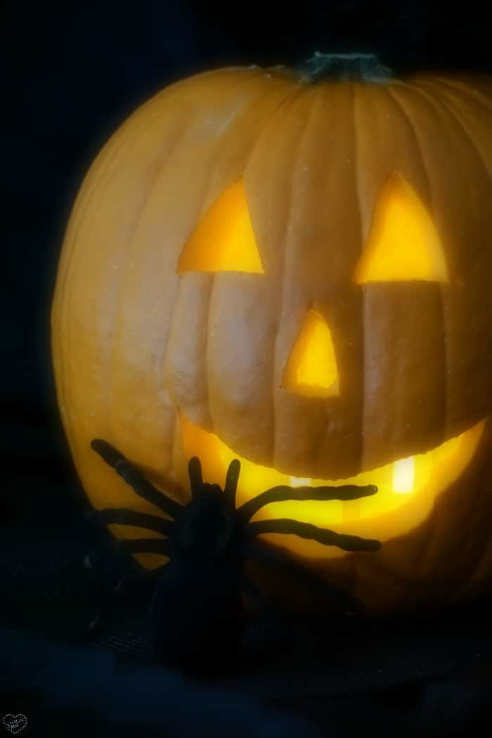 the best way to carve a pumpkin