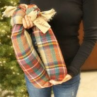 How to gift wine bottles in a scarf
