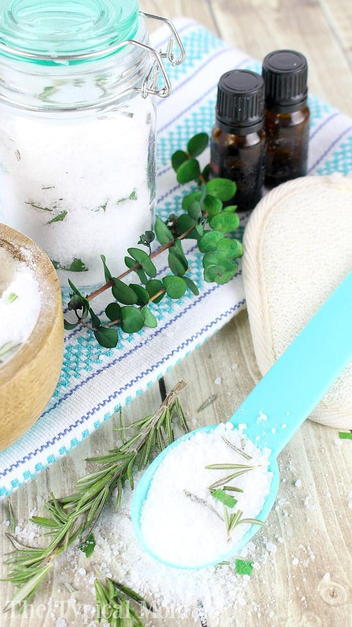 How to Make Bath Salts With Essential Oils