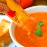Slow Cooker Easy Creamy Tomato Soup
