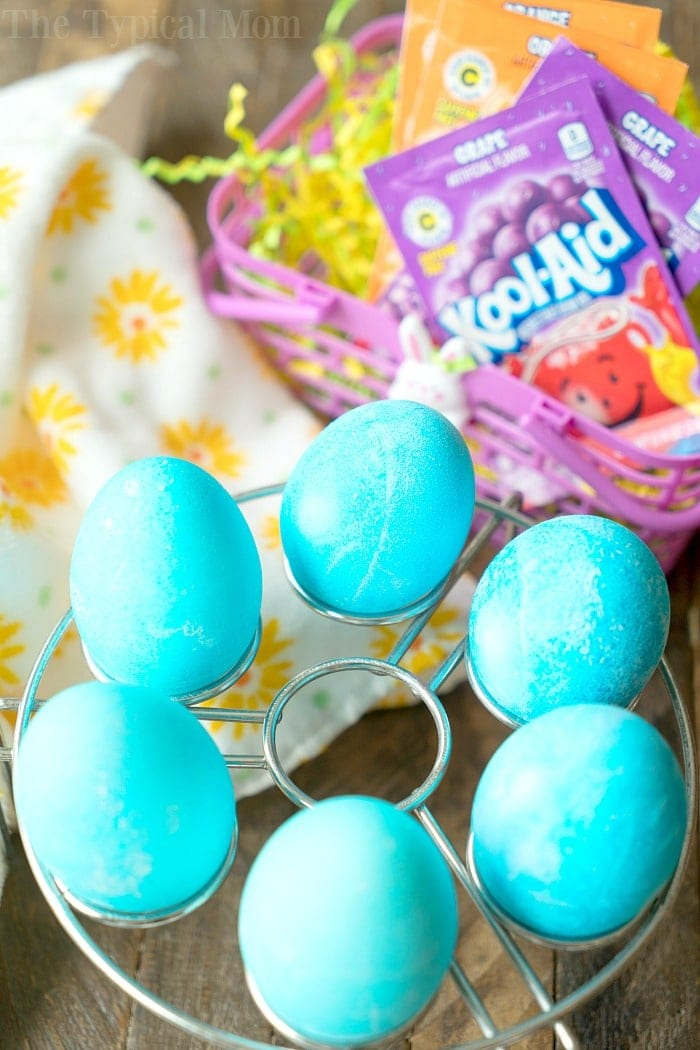 How to Dye Eggs With Kool Aid 3
